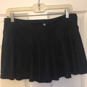 Black pleated Lululemon skirt skort short 8